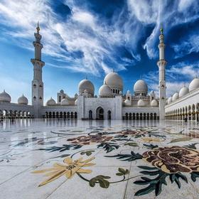 HIT! Zjednoczone Emiraty Arabskie z Katowic za 887 PLN